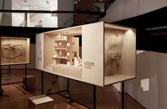 "Exhibition ""Lets talk about 7 houses in Cascais: Private life architecture""held by Lisbon Architecture Triennial 2010.Curator: Ana Tostões. Set Design: João Mendes Ribeiro Architects.Photo: Daniel Santos/FBA."