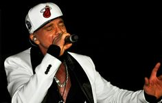 Netinho em seu show no Reveillon 2012/2013 em Cabo Frio/RJ.