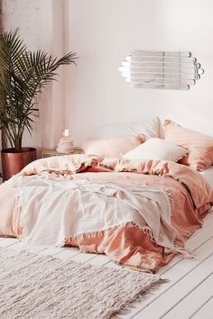 Gorgeous Bedrooms That WIll Inspire Some Big Ideas is part of home Bedroom Big Bedrooms That WIll Inspire Some Big Ideas The living room is the thing that defines your property A messy home i - Peach Bedroom, Cozy Bedroom, Bedroom Apartment, Bedroom Ideas, Peach Bedding, Salmon Bedroom, Orange Bedroom Decor, Peach Rooms, Peach Decor