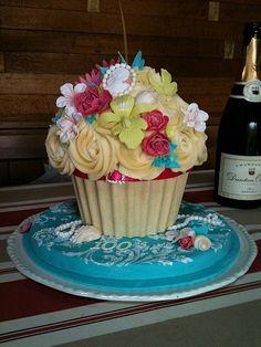 Cupcake bouquet. Cool!