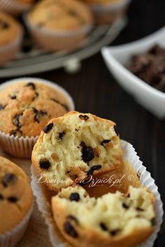 Muffins with chocolate chips - Backen - Cupcakes Cake Recipes Without Oven, Cake Recipes From Scratch, Chocolate Chip Muffins, Chocolate Chip Recipes, Chocolate Cake, Chocolate Chips, Dessert Recipes For Kids, Easy Cookie Recipes, Cupcake Recipes
