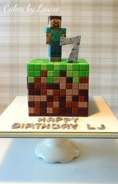 This was made for my adorable little man who's just turned There only seemed one obvious choice for his birthday cake as he is the worlds biggest minecraft fan :) This cake was definitely a labour of love! Minecraft Torte, Minecraft Pasta, Pastel Minecraft, Craft Minecraft, Minecraft Birthday Cake, Minecraft Skins, Minecraft Cake Designs, Candy Minecraft, Minecraft Cookies