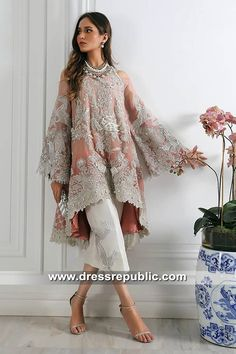 Sana Safinaz Party Wear 2019 Chicago, Los Angeles, Houston, Edison Source by iffyakhtar dresses party Desi Wedding Dresses, Pakistani Formal Dresses, Pakistani Dress Design, Party Wear Dresses, Dress Party, Pakistani Fashion Party Wear, Pakistani Wedding Outfits, Bridal Outfits, Indian Fashion