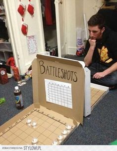 alcohol, creative, drinking, party I want to try this with the kids but replace alcohol with candy or dimes. You will have to see who end up with the most at the end. (party drinks alcohol with candy) - Battle Shots, Backyard Party Games, Drinking Games For Parties, Outdoor Drinking Games, Friends Drinking Game, College Drinking Games, College Party Games, Pizza Boxes, Pizza Pizza