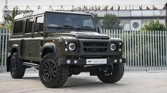 Un exclusivo Land Rover Defender por Kahn Design y CTC - http://www.actualidadmotor.com/2014/10/18/un-exclusivo-land-rover-defender-por-kahn-design-y-ctc/