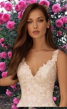 Lace Wedding, Wedding Dresses, Beautiful Women Pictures, Brunette Beauty, Bellisima, Full Moon, Woman, Flowers, Fashion
