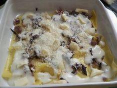 Lasagne al radicchio con salsiccia e Taleggio DOP Crepes, Bon Appetit, Taleggio, Food Art, Lasagna, Macaroni And Cheese, Buffet, Oatmeal, Food And Drink