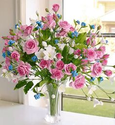 Fake Flowers, Exotic Flowers, Amazing Flowers, Artificial Flowers, Beautiful Flowers, Flower Images, Flower Art, Large Flower Arrangements, Ikebana