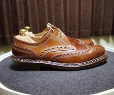 Heinrich Dinkelacker  パーツごとに色が変わってきてます日焼けなんですかね #heinrichdinkelacker #cordovan #shoes #mensshoes #shoecare #ハインリッヒディンケラッカー #ハインリッヒディンケルアッカー #コードバン #紳士靴 #革靴 #靴磨き #シューケア