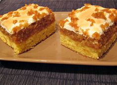 Prajitura cu mere si bezea Sweets Recipes, Cake Recipes, Upside Down Apple Cake, German Apple Cake, Romanian Desserts, Food Cakes, Something Sweet, Cakes And More, Caramel Apples
