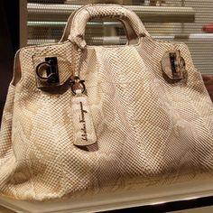 Classic Handbags, Best Handbags, Fashion Handbags, Tote Handbags, Purses And Handbags, Fashion Bags, Leather Handbags, Fendi Purses, Beautiful Handbags