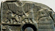 Placa de Dudu, sacerdote de Ningirsu bajo el rey Entemena de Lagash (ca. 2400 a. C.). El águila, los leones y las serpientes son emblemas de la realeza sumeria. En el mito del rey Etana de Kish, el águila se come a las crías de la serpiente,.