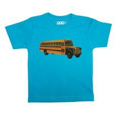 Retro schoolbus - Aqua blauw t shirt van katoen. Jongens model valt slank gesneden met korte mouw. De opdruk van de schoolbus is 18x8cm groot. Het shirt kan gewoon in de wasmachine op 40 graden gewassen worden. Niet in de droger.