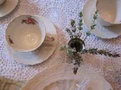 place setting with white lavender