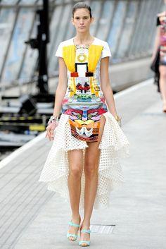 Mary Katrantzou Spring 2011 Ready-to-Wear Fashion Show - Flo Gennaro