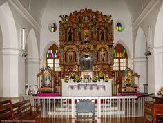 St.-Mary's-Church-Altar,-Bharananganam-001