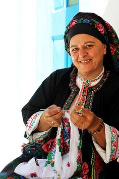 Zorba The Greek, Folk Clothing, Folk Dance, Dark Skin Tone, Folk Costume, Greek Islands, Places Around The World, Athens, Greek Costumes