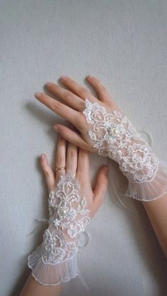 Ivory bridal lace gloves for a very romantic appearance! Bridal Cuff, Bridal Lace, Lace Wedding, Bride Gloves, Wedding Gloves, Lace Cuffs, Lace Gloves, Groom And Groomsmen Suits, Bride Garter