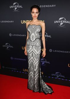 Pin for Later: Angelina Jolie überrascht uns mit ihrer Kleiderwahl Angelina Jolie in Gucci
