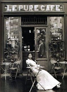 C'est pourquoi j'aime Paris. Après une longue journée dans le studio, je peux venir prendre une tasse de café et biscotti en appréciant les vues et les odeurs de ma belle ville.