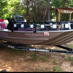 Bowfishing boat with LEDs