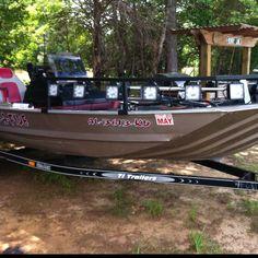 Bowfishing boat with LEDs