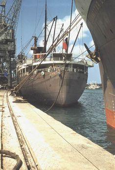RHODESIA CASTLE & DUNNOTAR CASTLE at Kilindini 1954 UNION-CASTLE LINE Merchant Navy, Merchant Marine, Navy Training, Speed Boats, Power Boats, Tug Boats, Navy Ships, Boat Plans, Ship Art