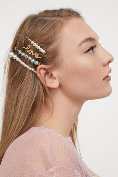 Metal hair grips decorated with plastic beads. Ballet Fashion, H&m Gifts, Plastic Beads, Hair Barrettes, Fashion Company, Hair Pins, Henna, Bobby Pins, Fashion Online