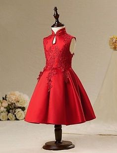 Christmas dress for this year, maybe made is silk? Little Girl Outfits, Little Girl Fashion, Little Girl Dresses, Kids Outfits, Kids Fashion, Girls Dresses, Flower Girl Dresses, I Dress, Baby Dress