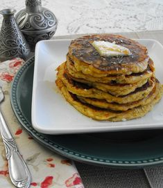 Gluten Free Piña Colada Pancakes with pineapple, coconut and rum flavor! #glutenfree #breakfast