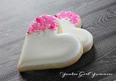 White heart with hot pink sprinkles. Sprinkles from White heart sprinkled with pink. Sprinkles of Link Valentine's Day Sugar Cookies, Fancy Cookies, Iced Cookies, Yummy Cookies, Cake Cookies, Heart Cookies, Cookie Favors, Pink Cookies, Frosted Cookies