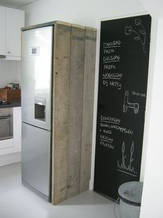 bekleed de koelkast en past bij de rest van de keuken.