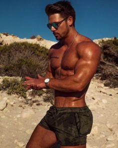 hot male bodybuilders