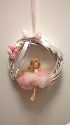 Best 12 Mobile Waldorfinspiert This pretty mobile is handmade from merino wool. The fairy can also be customized on request, just write – SkillOfKing. Felt Crafts, Diy And Crafts, Felt Angel, Needle Felting Tutorials, Felt Fairy, Flower Fairies, Fairy Dolls, Felt Dolls, Doll Patterns