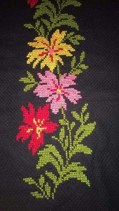 seccade 1 HUZUR SOKAĞI (Yaşamaya Değer Hobiler) Cross Stitch Letters, Cross Stitch Boards, Cross Stitch Flowers, Cross Stitching, Cross Stitch Embroidery, Hand Embroidery, Embroidery Designs, Palestinian Embroidery, Diy Bags
