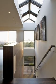 Wonderful use of natural lighting with both windows and skylights.... T