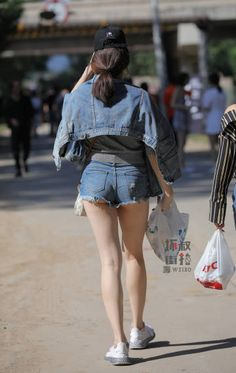 微博 Hot Shorts, Street Style Summer, Denim Skirt, Mini Skirts, Legs, Female, Street Fashion, China, Girls Girls Girls
