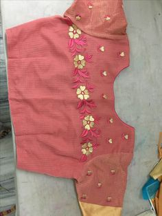 One of my own ideas Best Blouse Designs, Blouse Neck Designs, Maggam Work Designs, Stylish Blouse Design, Saree Blouse Patterns, Machine Embroidery Designs, Sarees, Simple, Female Models
