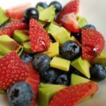 This is another of my favorite avo combos tossed w berries  drizzled with berry balsamic vinegar If you dont love sour stuff as much as I do you might prefer it w poppyseed dressing I have a yummy sugarfree strawberry poppy seed dressing recipe on the blogfoodpics realfood justeatrealfood jerf wholefood healingfoods healthyfood healthylifestyle healthylifestylechanges cleaneating eatclean nutrientdense paleofood paleomeal eatgoodfeelgood  glutenfree whole eattherainbow easysalads yum…