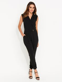 Portmans is the fashion destination for metropolitan girls who like to stay on top. For up-to-the-minute looks that are fast, fresh and ever evolving. Fashion Dresses, Jumpsuit, Clothes For Women, My Style, Pants, Fashion Show Dresses, Overalls, Outerwear Women, Trouser Pants