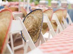 Chapéu de palha enfeitando cadeiras: pr'uma festa junina criativa e fofa.  http://www.minhacasaminhacara.com.br/decor-para-festa-junina/#