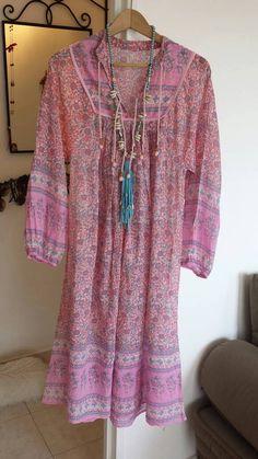 Retrouvez cet article dans ma boutique Etsy https://www.etsy.com/fr/listing/520438992/magnifique-robe-gaze-de-coton-indien