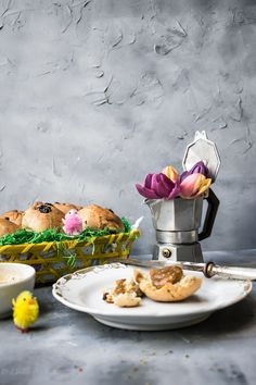 ROsinenbrötchen http://cookiesandstyle.at/feiertage/food-special-rosinenbroetchen-zum-osterbrunch/