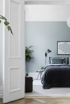 Dream Home Interior my scandinavian home: Trend Alert: True Blue, Baby 2020 Loves You! - Dream Home Interior my scandinavian home: Trend Alert: True B - Home Decor Bedroom, Airy Bedroom, Bedroom Colors, Bedroom Green, Minimalist Bedroom, Blue Bedroom, Rustic Bedroom, Modern Bedroom, Home Decor