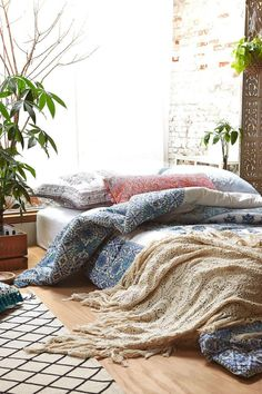 Bohemian bed on floor #boho #bohemian #bedonfloor