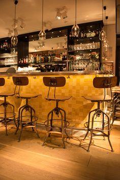 Francisco Segarra. Taburetes para decoración y barras de bar.