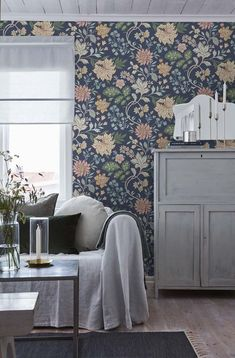 Scandinavian Wallpaper, Scandinavian Design, Swedish Wallpaper, Cottage Wallpaper, Classic Wallpaper, Beautiful Wallpaper, Classic Home Decor, Classic House, Diy Wand