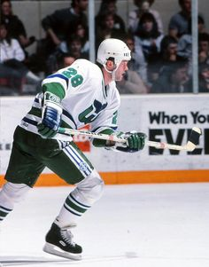 Lindsay Carson Hartford Whalers autographed Photograph signed in black pen. 43fb293f2