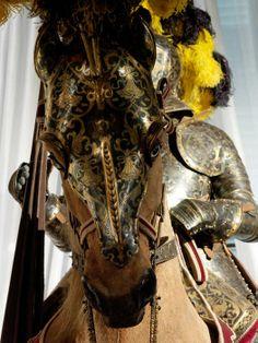 Armeria Reale #Torino #Musei #poloreale  - La raccolta, composta da armi provenienti dagli arsenali di Torino e Genova e da raccolte private, conta numerosi tipi di armi bianche e da fuoco e di armature. Pregevoli le armi #medievali, numerosi esemplari del Cinquecento e Seicento di scuola italiana e tedesca, armi e cimeli napoleonici e #armature indossate dai sovrani sabaudi. Scheda completa su TorinoMusei: www.comune.torino.it/musei/elenco/armeria.shtml