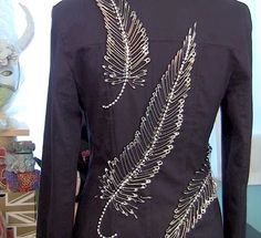 Mark Montano: Safety Pin Feather Jacket DIY Source by lauracullerbyrd diy Fashion Mark, Diy Fashion, Ideias Fashion, Fashion Design, Safety Pin Art, Safety Pin Crafts, Safety Pins, Trash To Couture, Denim Art